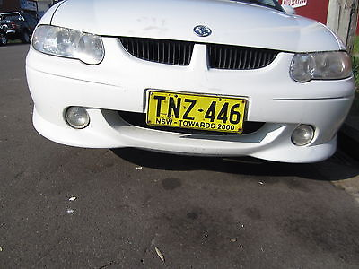 Holden Commodore VX SS WHITE CURRENTLY WRECKING 1WHEEL NUT