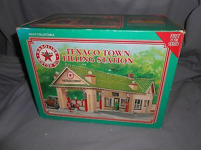 1995 Texaco Town Filling Station Lighted,1st In Limited Edition Series OB