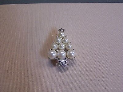 Textured Christmas Tree Pin Finished with Pearls