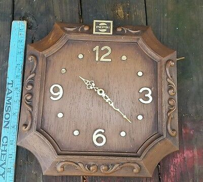 """Unique PEPSI Clock 12""""x12"""" simulated wood grain gold numbers logo USA movment"""
