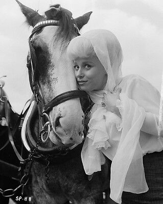 """Barbara Windsor Carry on Films 10"""" x 8"""" Photograph no 95"""