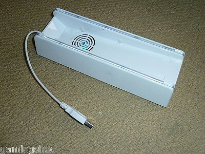 NINTENDO WII VERTICAL CONSOLE STAND in WHITE with USB COOLING FAN & BLUE LIGHT