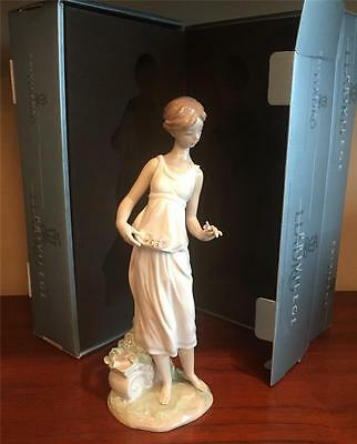 "2006 Vintage Privilege Lladro #7709 ""flowers For A Goddess"" Mint In Box"