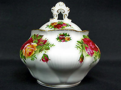 OLD COUNTRY ROSES LIDDED SUGAR BOWL, 1st QUALITY, VGC, 1973-93, ROYAL ALBERT