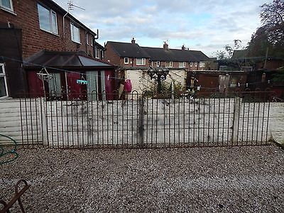 Wrought iron railings / Metal fence / Driveway / Garden / Steel fence / Bow top