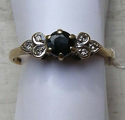 9 ct 375 gold vintage ring 1.41 g with 6 small diamonds