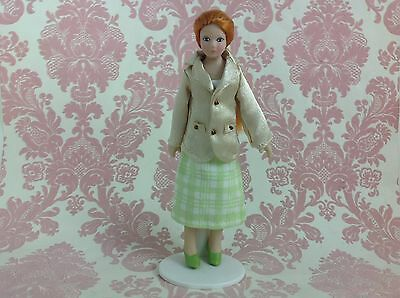 Dollhouse Miniature Porcelain Ponytail Lady Poseable Ceramic Doll1:12 w/ Stand