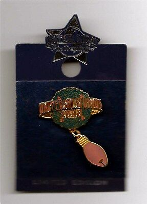 Universal Studios - Christmas Pin - Limited Edition 2008 - New
