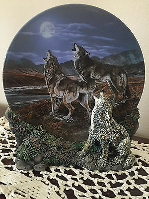 Hamilton Collection 3-D Realm of the Wolf Collector's Plate - MIDNIGHT SERENADE