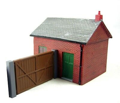 Hornby OO Scale #R8742 Office & Gate