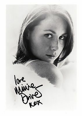 Minnie Driver Stunning Large 7x5 Hand Signed Photo