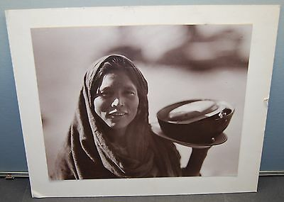 VINTAGE B&W PHOTOGRAPH OF SW USA NATIVE AMERICAN or MEXICAN WOMAN???