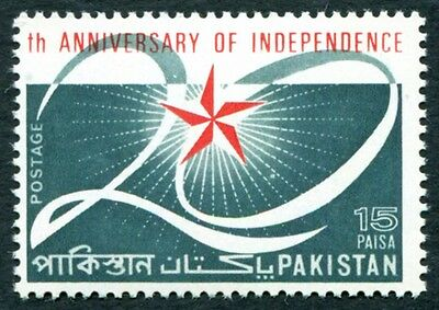 PAKISTAN 1967 15p red and deep bluish green SG246 MNH FG Independence Anniv #W4