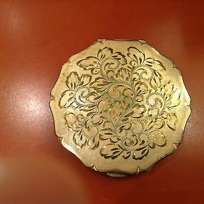 """Vintage Stratton England Gold Tone Etched 3 3/8"""" Compact w Mirror"""