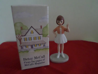 Betsy McCall Trip to New York McCall Magazine Porcelain Figurine Heirloom 1984