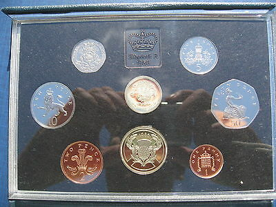 Elizabeth II Standard Proof set 1986 8 Coins £2 - 1p in a blue case of issue.