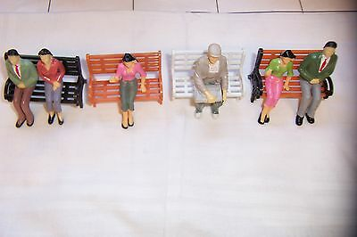 (115C) G-Gauge,1:25 Scale Lot Of 4 Diff. Plastic Park Benches.+ 6 Sitting People