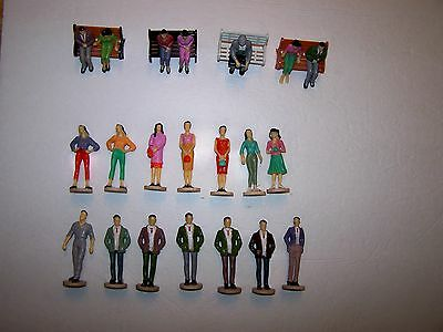 (070) G-Gauge, 1:25 Scale Lot Of Men,women, On Pedestals,4 Park Benches.see More