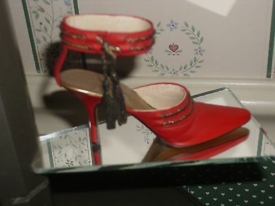 2002 Just The Right Shoe   Figurine-Stepping Out-Lady In Red-Good Cond.