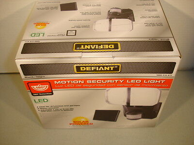 DEFIANT MOTION SECURITY LED LIGHT SOLAR POWERED - BLACK #1000015611 / NEW in BOX
