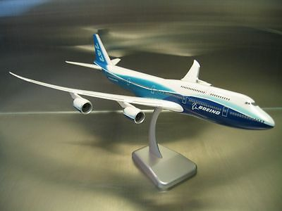 Hogan Wings 1:200 Boeing 747-8 House Colour