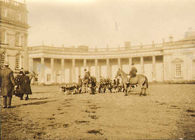1924 photo linlithgow & stirling hounds at hopetown house . great view !