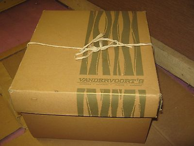 Vintage ?? Vandervoorts's Brown ?? and Green Hat Empty Box good for decor