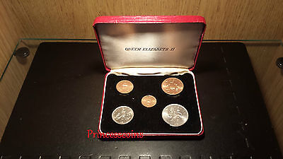 Britain First Decimal Unc 5X Coins In Case