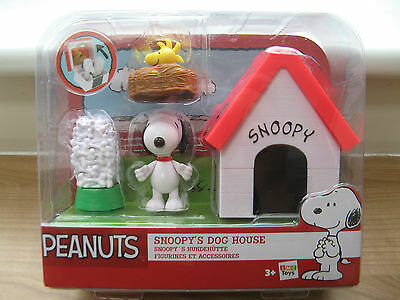 Charlie Brown Peanuts Snoopy's Dog House - Snoopy & Woodstock Toy Figures New