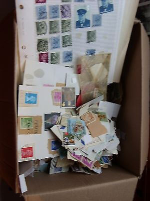 One. Kilo Of World  & Gb Stamps - Vintage Mixture - Unchecked