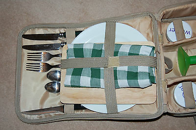 Lovely 2 Person Picnic Set Carry Case Style Lovely condition -  Used