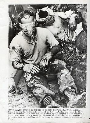 1966 Orig Photo Vietnam War US Soldiers BURNED By Mistake NAPALM BOMBS Dropping