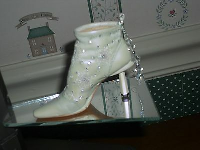 2001 Just The Right Shoe Member Series Ornament -Let It Snow-Box/coa