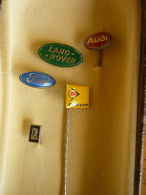 5x Anstecknadel : Audi - Land-Rover  - Ford - Dunlop - Lada  = Pins in Schatulle
