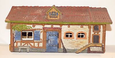 EB01 - Elastolin composition farm building. Long house, 26 X 10.5 X 12.2cm high