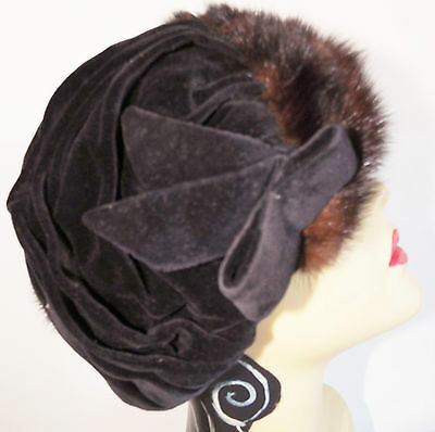 VINTAGE HAT  1940's Black Wool and Fur Demi Cloche By Anjula
