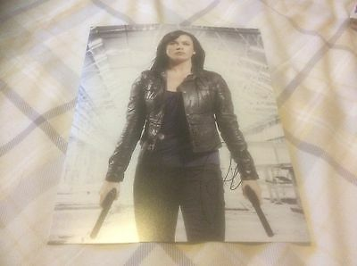 Torchwood - Eve Myles 10x8 Photograph * Hand Signed *