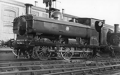 Photo GWR 0-6-0T No 7747 at Swindon Works Yard c1938 R/F by Real Photographs