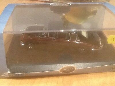 Oxford 1/43 scale diecast model daimler ds420  queen mother