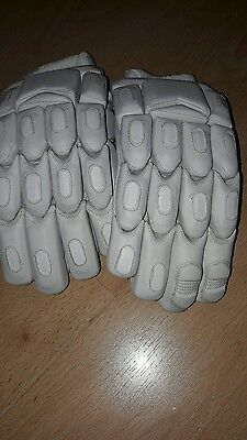 Unbranded plain white batting gloves. - men's RH
