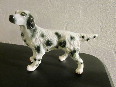 VINTAGE SETTER DOG FIGURINE ~ WHITE WITH BLACK/GREY PATCHES ~ no damage