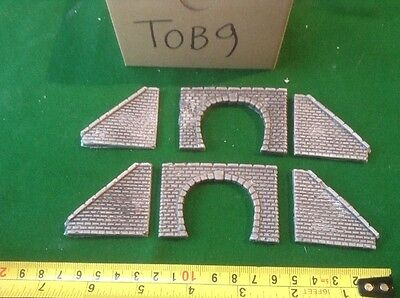 2 X Twin Track Z Scale Tunnel Portals And Side Walls - Grey
