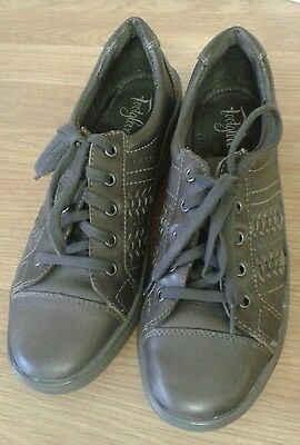 Footglove Ladies Leather  Lace Shoes Size 4.5
