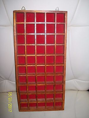 (a)WOODEN PINE HANGING THIMBLES HOLDER DISPLAY FOR 50 THIMBLES WHIMSIES RED FELT