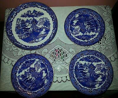 """4 x Vintage Royal Worcester Unusual Willow Style Plates 9"""" & 7"""". Blue and White"""