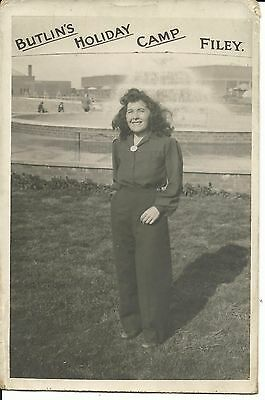 BUTLINS HOLIDAY CAMP FILEY OFFICIAL HOLIDAY PICTURE OF A LADY 1930s-1940s PC