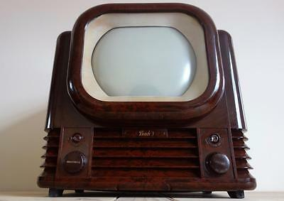 STUNNING 50s VINTAGE BUSH TV22 TELEVISION WITH THE ICONIC ART DECO BAKELITE CASE
