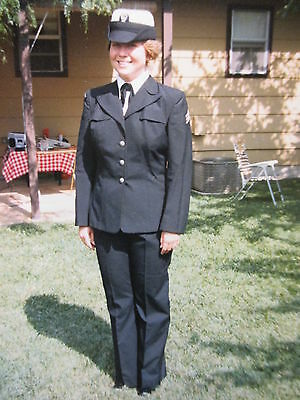 Orig Privat Foto ! attraktive Frau in Top Uniform  Militär Polizei oder ?? USA !