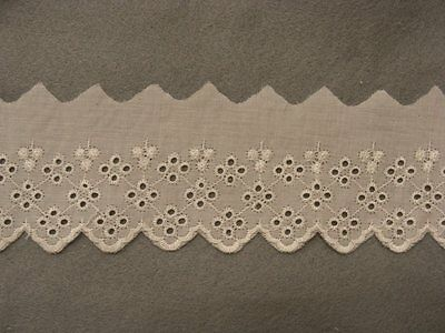 Broderie Anglaise Flat Lace Cream 13 mts (6799)