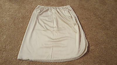 Vanity Fair Womens White Half Slip, Size Small